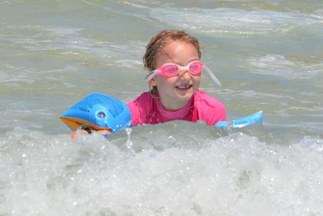 Úszó gyerek